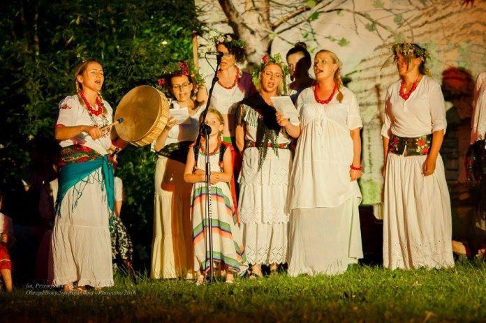 Obrzęd Nocy Świętojańskiej z udziałem Chóru Quasi Coro. Foto: archiwum chóru