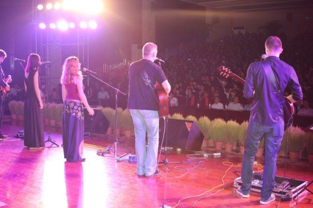 Drugi koncert Manausa w auli Uniwersytetu Huangang