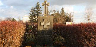 Obelisk w miejscu rozstrzelania w sierpniu 1944 r. 40. powstańców