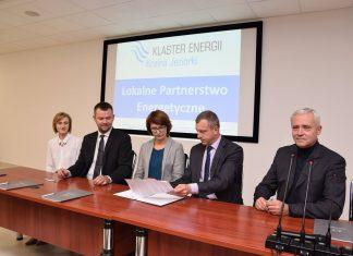 """Podpisanie listu intencyjnego w sprawie utworzenia Klastra Energii """"Kraina Jeziorki""""."""