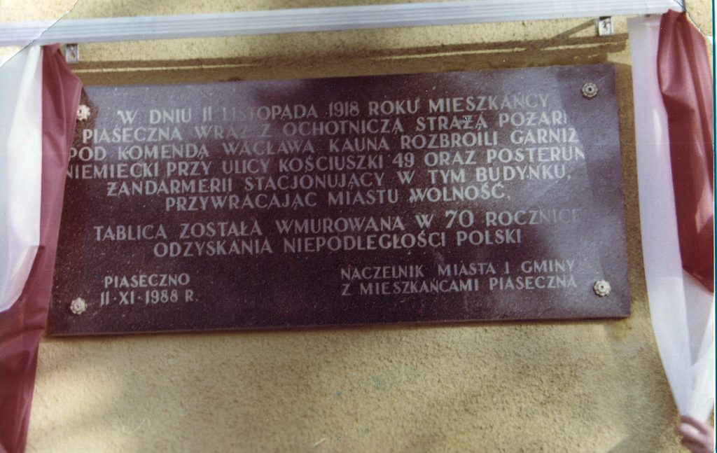 Tablica upamiętniająca 70. rocznicę odzyskania przez Polskę niepodległości