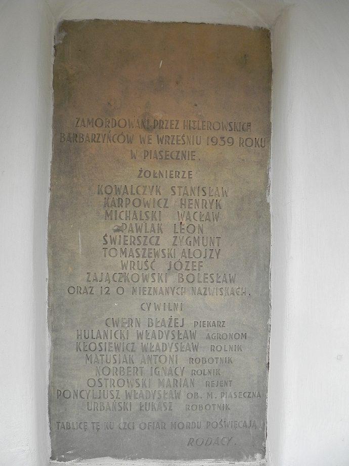 Tablica ofiar września 1939 przy kościele św. Anny - widok ogólny foto Piotr Prawucki, 22 IX 2017 r.