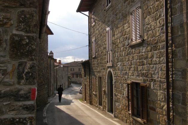Typowe toskańskie uliczki w Chitignano