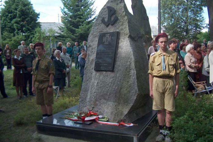 Obelisk upamiętniający ofiary Powstania Warszawskiego
