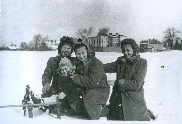 """Zdjęcie wykonane na terenie targowiska, na końcu ul. Czajewicza pod """"górką""""."""
