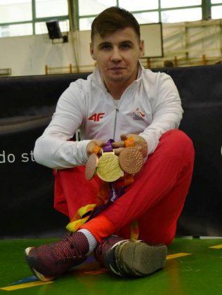 Podczas VI edycji Grand Prix Piaseczna w Tenisie Stołowym odbyło się spotkanie ze złotym medalistą Igrzysk Paraolimpijskich z Londynu, Piotrem Grudniem.