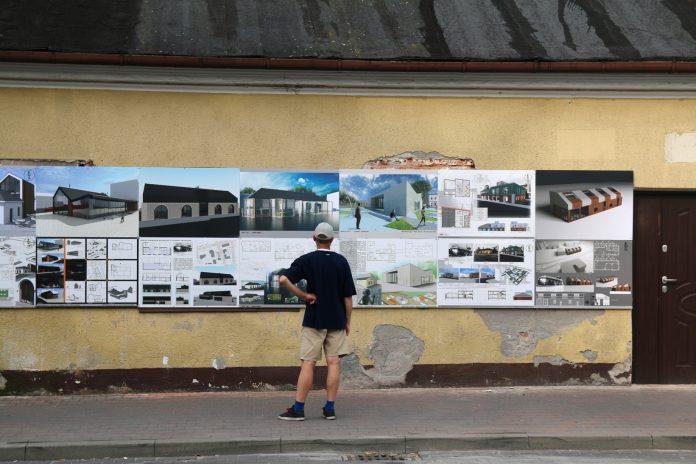 Wystawa na budynku dawnej strażnicy OSP w Piasecznie