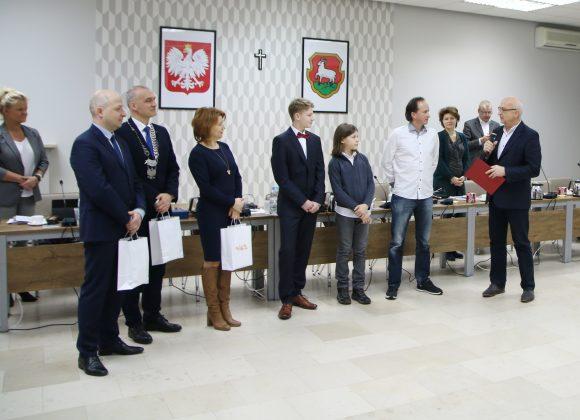 Uhonorowani tenisiści z władzami Gminy Piaseczno, foto Anna Grzejszczyk