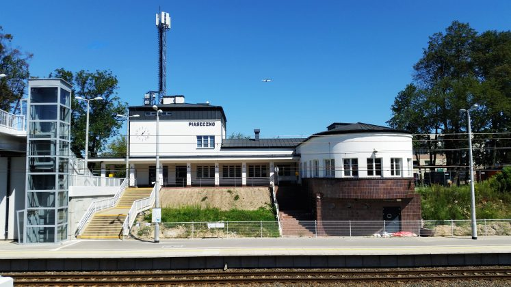 Budynek dworca PKP Piaseczno foto Marcin Borkowski