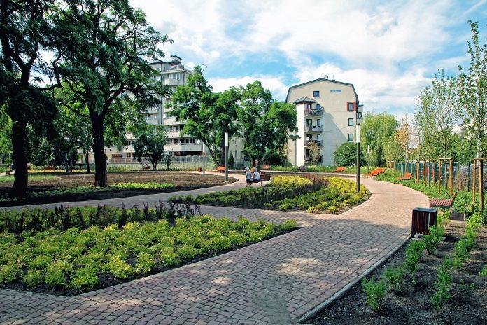 Skwerek przy Młynarskiej w Piasecznie.