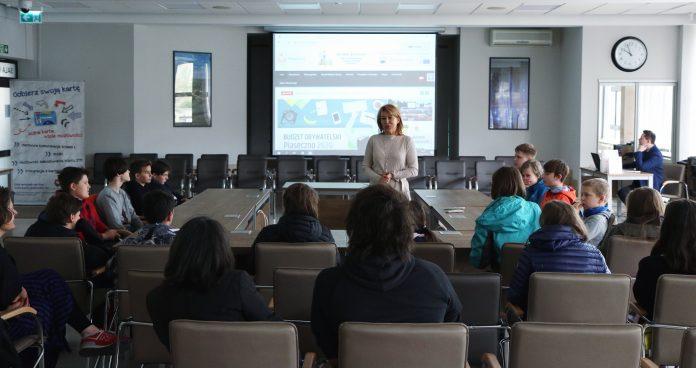 Uczniowie poznają pracę urzędu