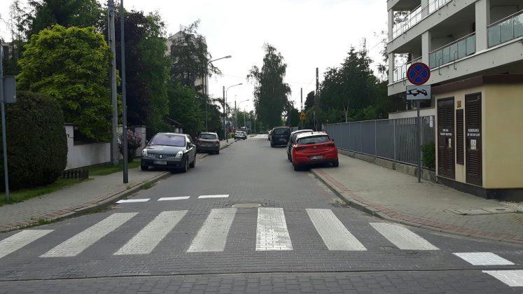 Przykład niewłaściwego parkowania w Piasecznie, foto: Michał Baran