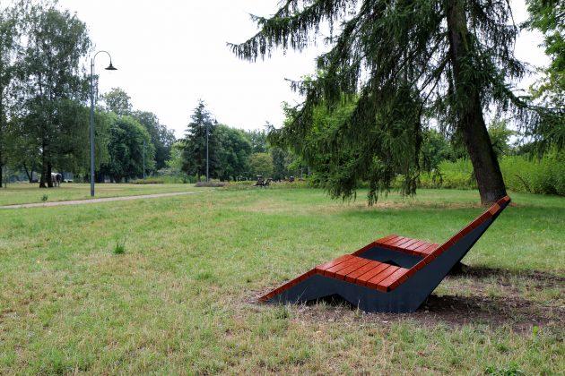Leżaki miejsce w Parku Miejskim przy ul. Zgoda