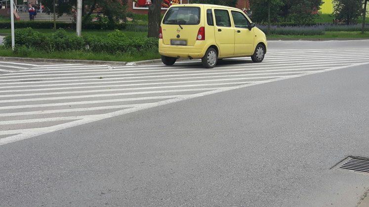 Parkowanie na powierzchni wyłączonej z ruchu - centrum Piaseczna, foto: Michał Baran