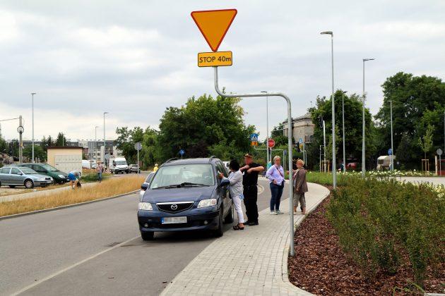 Interwencja Strażników Miejskich - parkowanie na ścieżce rowerowej w Piasecznie