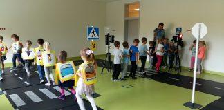 Bezpieczne przedszkolaki zdobywają odznaki