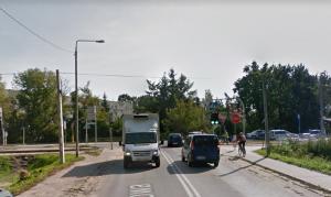 Ul. Dworcowa w Piasecznie - widok na tory kolejki wąskotorowej