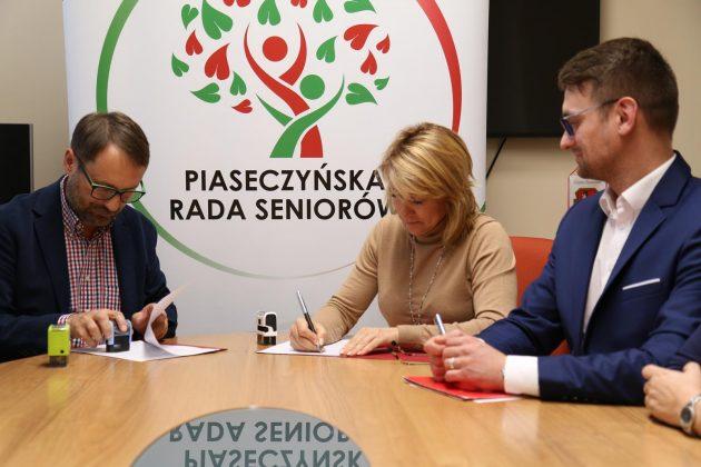 podpisanie dokumentów Strategia Senioralna