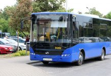 Autobus L - elka autobus na parkingu w Piasecznie