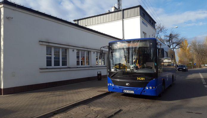 Autobus L-39 przy PKP Piaseczno
