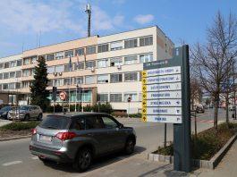 Budynek Urzędu Miasta i Gminy Piaseczno przy ul. Kościuszki 5 (widok od ul. Sierakowskiego)