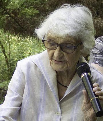 Krystyna-Gontarczyk-podczas-Festiwalu-Otwarte-Ogrody-2015r-zrodlo-strona-TPZD-www.zalesie-dolne.pl