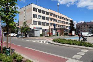 Budynek Urzędu Miasta i Gminy Piaseczno, widok na urząd od strony ulicy Kościuszki