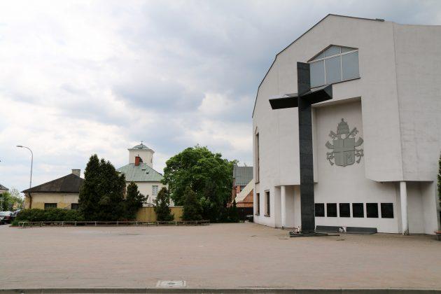 Plac z Krzyżem Papieskim w Piasecznie