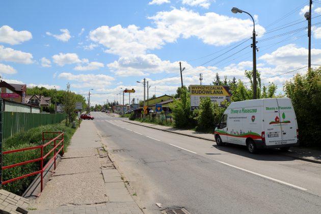 Ulica Dworcowa od parkingu przy CEM do skrzyżowania z Nadarzyńską przed remontem