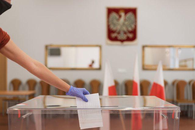 Głosowanie w wyborach prezydenckich 2020 / Źródło: Newspix.pl / P.Dziurman / 400mm.pl