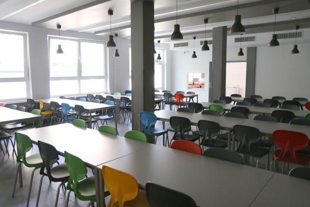 stołówka w wyremontowanej części szkoły