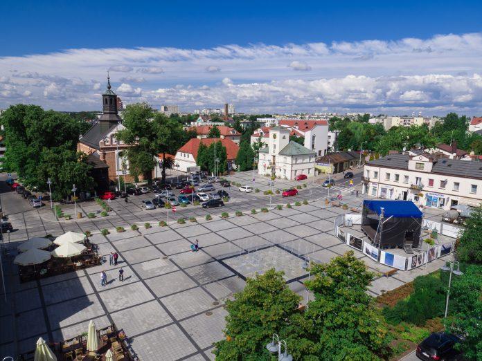 Rynek miejski w Piasecznie fot. Tomasz Nizielski