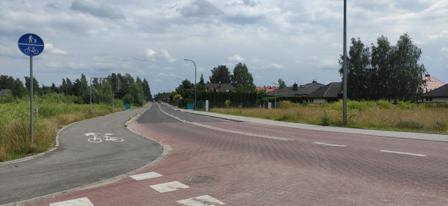 Rozbudowa ulicy Głównej w Bobrowcu w ramach Funduszu Dróg Samorządowych
