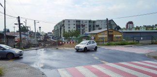 Skrzyżowanie ulicy Dworcowej z Nadarzyńską w Piasecznie przed remontem