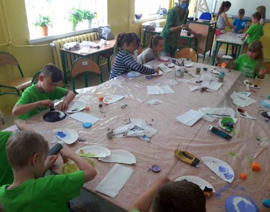 szkoła w Chylicach - lato w mieście
