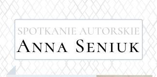 Na białym plakacie z dodatkiem czerni szarości znajduje się zdjęcie portretowe Anny Seniuk z córką oraz niewielkie zdjęcie okładki książki autorki.