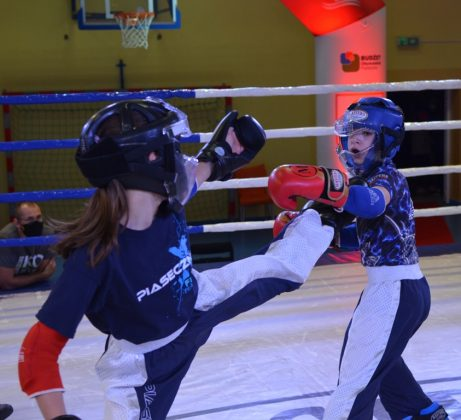 Na zdjęciu walczą Izabella Dąbrowska i Adam Bachman