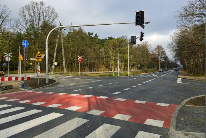 Zakończyła się rozbudowa skrzyżowania drogi wojewódzkiej 722 z aleją Kasztanów i aleją 3 Maja w Piasecznie