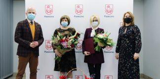 Wioletta Urban - Dyrektor Miejsko-Gminnego Ośrodka Pomocy Społecznej Piaseczno. Na zdjęciu od lewej: Daniel Putkiewicz (burmistrz Piaseczna), Elżbieta Klimkowska (zastępca dyrektora MGOPS Piaseczno), Wioletta Urban (dyrektor MGOPS Piaseczno), Hanna Kułakowska-Michalak (wiceburmistrz Piaseczna)