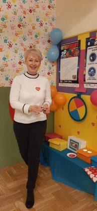 Ilustracja. V. na zdjęciu dyrektor przedszkola Pani Małgorzata Adamus promująca akcję WOŚP.
