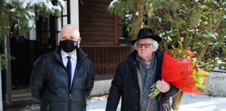 91. urodziny Józefa Wilkonia. Na zdjęciu Józef Wilkoń stoi razem z Danielem Putkiewiczem Burmistrzem Piaseczna.