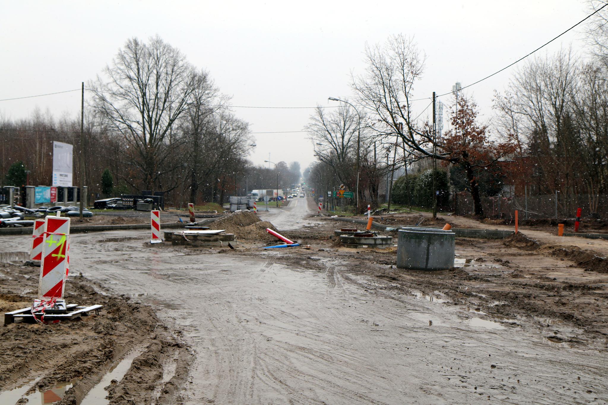 Remontowana ul. Księcia Janusza I Starego - droga wojewódzka łącząca miasto z obwodnicą
