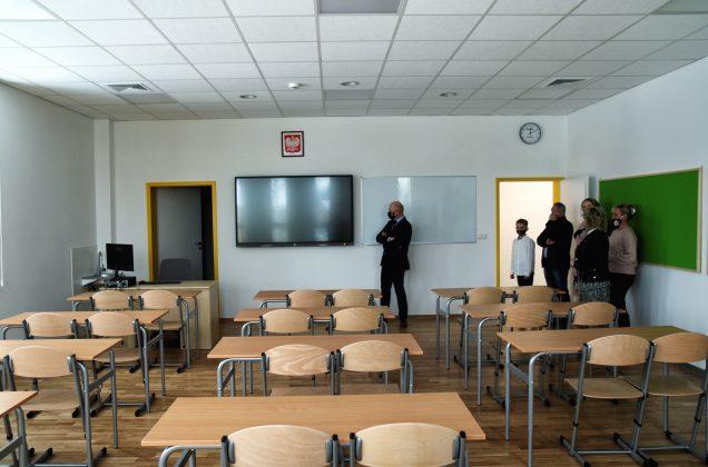 Rozbudowana Szkoła Podstawowa w Głoskowie - sala lekcyjna