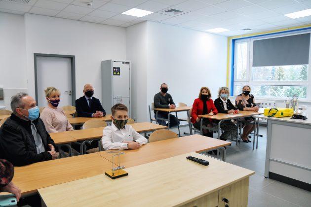 Rozbudowana Szkoła Podstawowa w Głoskowie - sala lekcyjna do chemii i fizyki