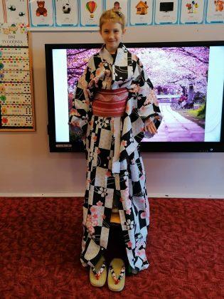 """Ilustracja. Podróż kulinarna do Japonii w Przedszkolu """"Nefrytowy Zakątek"""""""