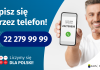 Grafika – spisz się przez telefon Po lewej stronie grafiki jest napis: Spisz się przez telefon i numer telefonu 22 279 99 99. Po prawej stronie jest mężczyzna, który trzyma w dłoni telefon i wskazuje na jego wyświetlacz. Na ekranie telefonu widać napis infolinia spisowa i numer telefonu. Na dole grafiki są cztery małe koła ze znakami dodawania, odejmowania, mnożenia i dzielenia, obok nich napis: Liczymy się dla Polski! W prawym dolnym rogu jest logotyp spisu: dwa nachodzące na siebie pionowo koła, GUS, pionowa kreska, NSP 2021