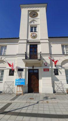 Ilustracja. Punkt Szczepień Powszechnych w Ratuszu przy placu Piłsudskiego 1 w Piasecznie