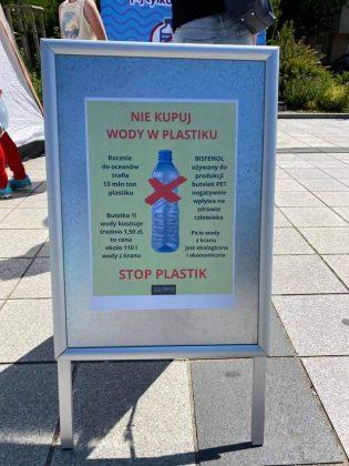 """Plakat akcji """"Nie kupuj wody w plastiku"""""""