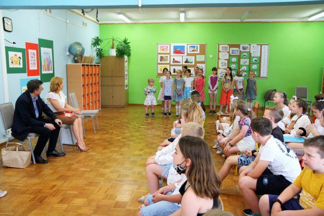 Występ artystyczny w wykonaniu dzieci ze Szkoły Podstawowej nr 5 w Piasecznie