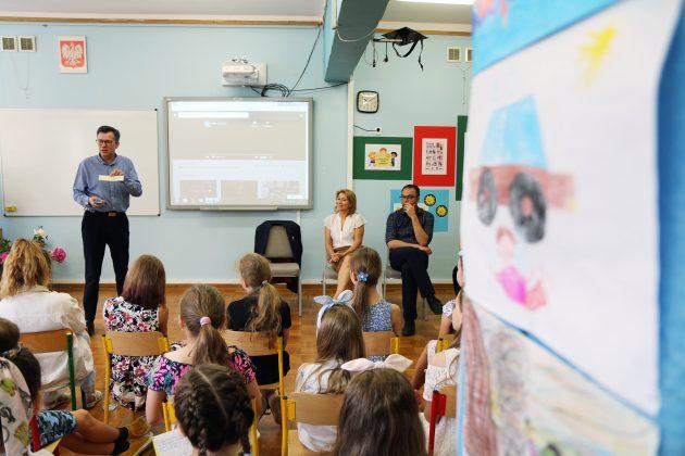Kanclerz Międzynarodowej Kapituły Orderu Uśmiechu odwiedził dzieci w Piasecznie